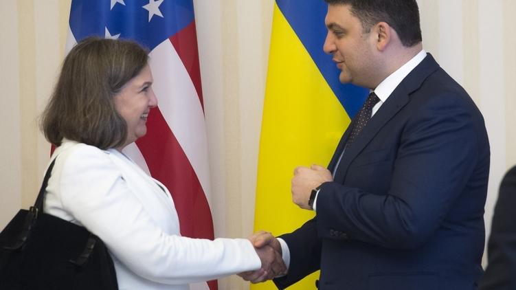 Виктория Нуланд приехала из США, чтобы поговорить с правительством и депутатами, фото: Украинские новости