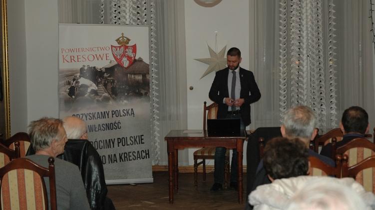 Конрад Ренкас поясняет полякам как нужно готовится к реституции