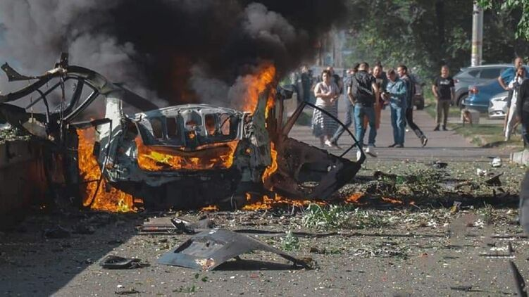 В Днепре во время взрыва автомобиля погибли люди. Фото: Просто Днепр/Facebook