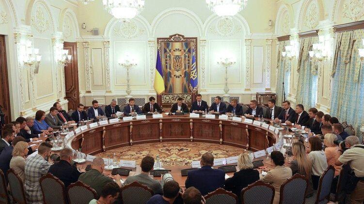 Страна поговорила с участниками санкционных списков СНБО и выяснила, как на них повлияли санкции. Фото: president.gov.ua