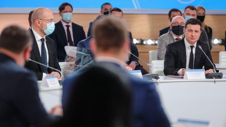 Денис Шмыгаль и Владимир Зеленский. Фото Кабмина Украины