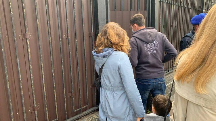 Украинцы устроили скандал у посольства России в