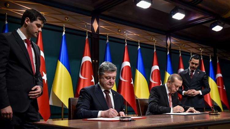 Петр Порошенко и Реджип Эрдоган подписывают декларацию, фото: president.gov.ua