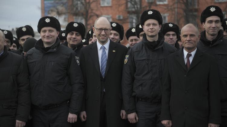 Премьер-министр Арсений Яценюк (в центре) демонстрирует выдержку и хорошее настроение, фото: kmu.gov.ua