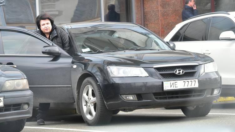 В декларации депутата нет машин, зато есть гараж, фото: Аркадий Манн,