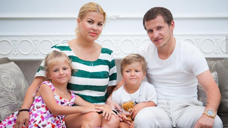 Александр Алиев и его семья, фото: Sportbox