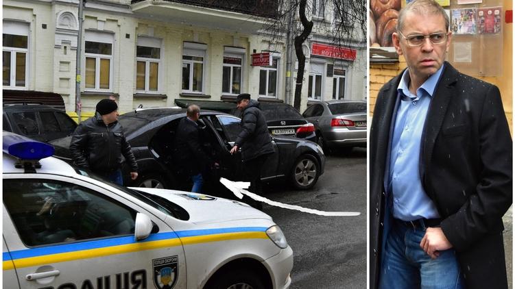Политика сопровождают экс-титановцы, фото: Аркадий Манн,