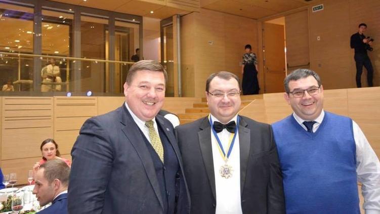 Игорь Черезов (крайний справа) и Юрий Грабовский (по центру), Facebook Игоря Черезова