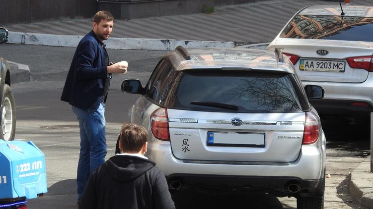 На кроссовере политика ни царапины после взрыва гранаты, фото: Изым Каумбаев