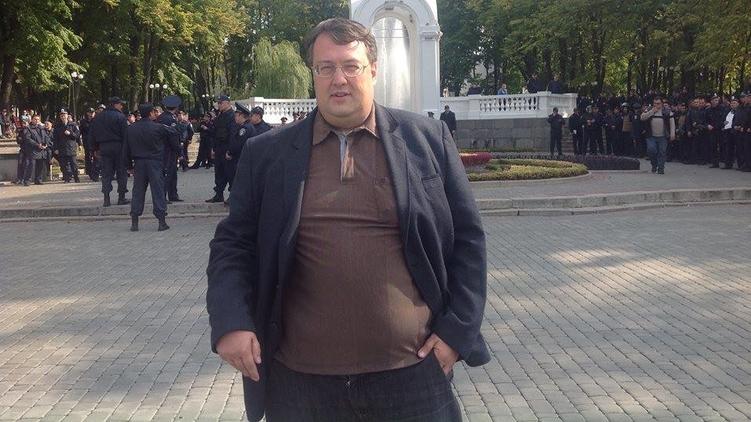 Антон Геращенко зарабатывает на сдаче недвжимости в аренду, facebook.com