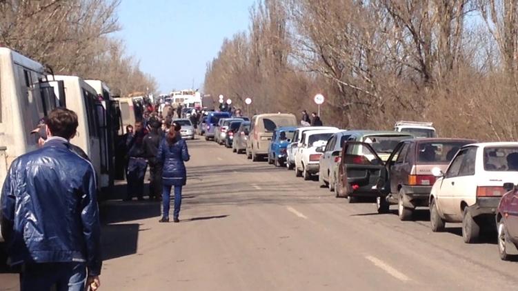 Блокпосты изменили привычную жизнь жителей востока Украины и сделали грузопоток в Донбассе потенциальной контрабандой, фото: gazetadnr.ru