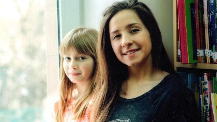 11-летняя Даша и 17-летняя Кристина учатся в Печерской международной школе, фото: facebook.com