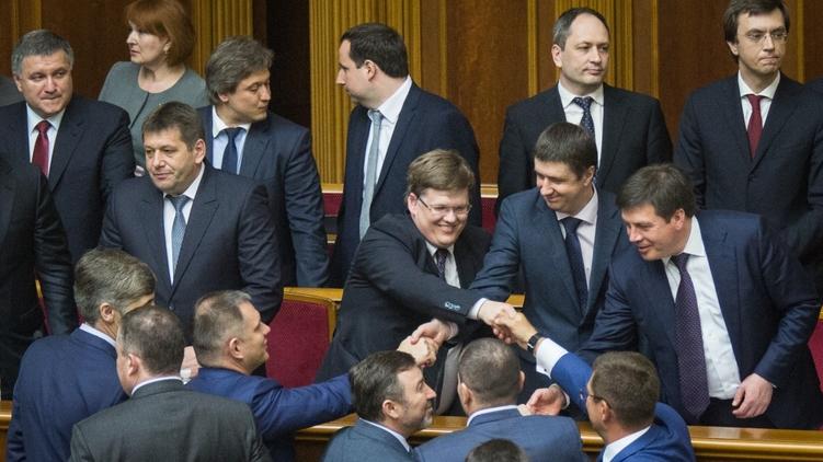 Новоназначенные министры радуются своему назначению, фото: