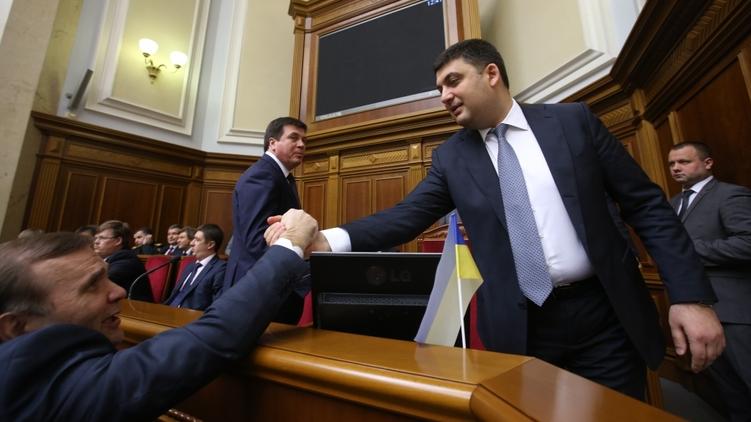 Владимир ГРойсман принимает поздравления, фото: Украинские новости