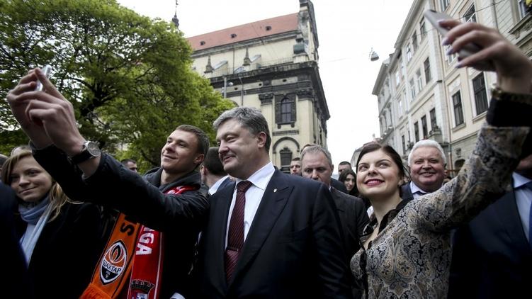 Удачный день для Петра Порошенко, который отметил его финал поездкой во Львов, фото: president.dov.ua